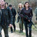 Chris Hemsworth, Isabel Lucas, Adrianne Palicki, Jeffrey Dean Morgan in uniform